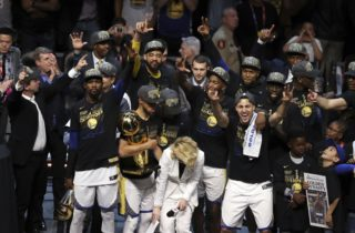 Štartuje nová sezóna NBA, titul obhajujú basketbalisti Golden State Warriors